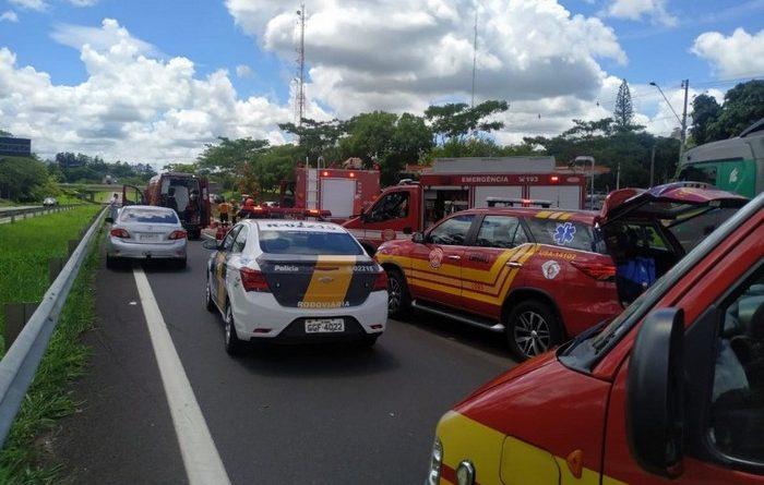 Motorista fica preso nas ferragens após bater veículo em defensa metálica acidente SP-270 Presidente Prudente 2